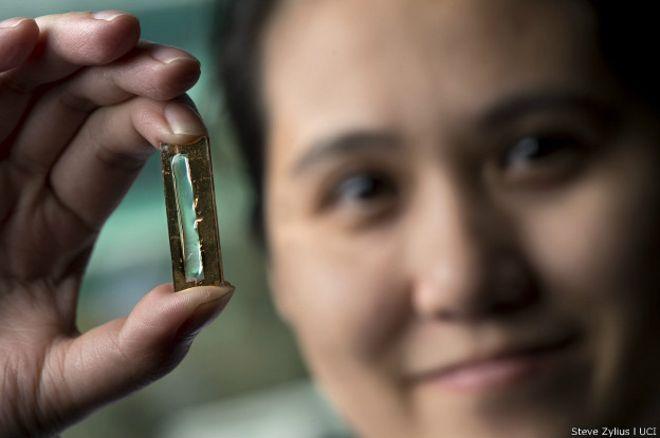 Mujer Inventa una Batería que Dura toda una Vida