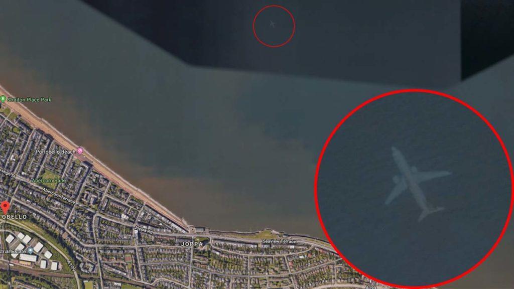 Descubren en Google Earth un misterioso avión sumergido